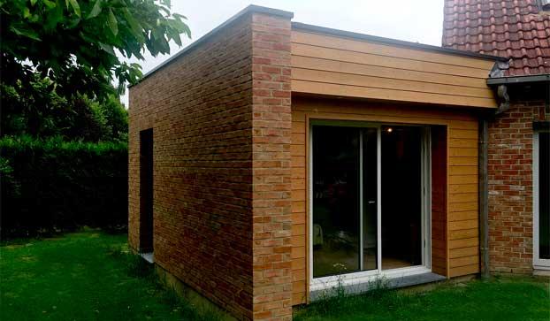 Extension de maison en bardage bois et brique