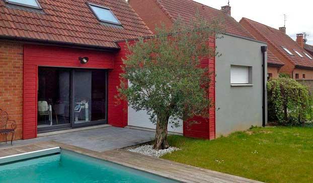 Extension de maison en bardage bois rouge
